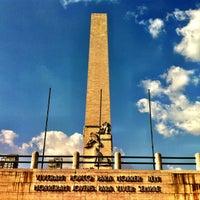 Foto tirada no(a) Obelisco Mausoléu aos Heróis de 32 por Daniel Costa d. em 5/4/2013