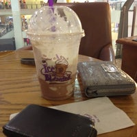 Photo taken at The Coffee Bean & Tea Leaf by Lancelot M. on 11/4/2012