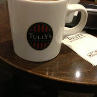 Photo taken at TULLY'S COFFEE 本厚木 by Mariz Z. on 1/25/2013