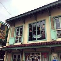 Foto tirada no(a) Kedai Tiga Nyonya por Muhammad Y. em 11/17/2016