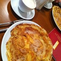 Das Foto wurde bei Born Cafe von Shizuka am 12/20/2012 aufgenommen