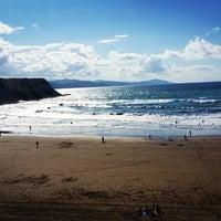 Photo taken at Playa de Itzurun / San Telmo by La Visita C. on 7/12/2016