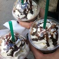 4/19/2013 tarihinde Dilaziyaretçi tarafından Starbucks'de çekilen fotoğraf