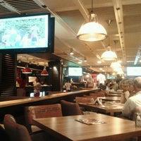 9/14/2012 tarihinde Zornitsa Y.ziyaretçi tarafından Happy Bar & Grill'de çekilen fotoğraf