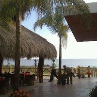 Foto tomada en El palmar Beach Restaurant por Juan Luis P. el 12/26/2012