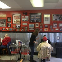 Photo taken at Paul'z Burgerz & Dogz by Nicole 🌸 L. on 12/20/2012