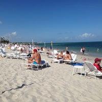 Photo taken at Ritz Carlton Key Biscayne white sand beach by Henry L. on 3/16/2014