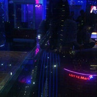 Photo taken at 8 PUB & LOUNGE (Sky Lounge 33rd Floor) by Shella R. on 4/26/2013