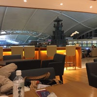 Photo taken at Premier Lounge by Takao T. on 1/21/2016