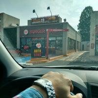 Photo taken at Burger King by aToMiiCo R. on 12/3/2015