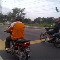 Photo taken at Traffic Light Seksyen 4 Tambahan by Anonimursi S. on 12/7/2013