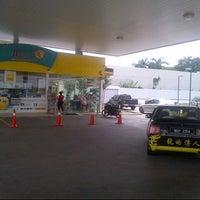 Photo taken at Petronas Batu 9 by Anonimursi S. on 3/27/2013