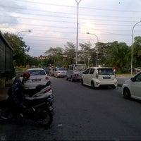Photo taken at Traffic Light Seksyen 4 Tambahan by Anonimursi S. on 10/26/2013