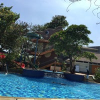 Photo taken at Swimming pool - Mercure Hotel by Evilia H. on 12/9/2015