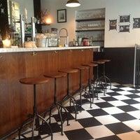 Foto scattata a Tizzy's NY Bar & Grill da Sara il 2/1/2013