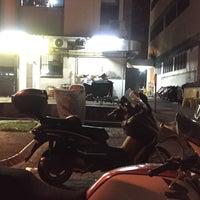Photo taken at Rasa Rasa Muslim Thai Seafood Restaurant by 💋JuWieZy™ V. on 3/30/2017