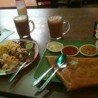 Photo taken at Thohirah Cafeela Restaurant by 💋JuWieZy™ V. on 4/27/2013