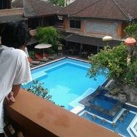 Photo taken at Poolside Wina Holiday Inn Kuta Bali by Jeem Z. on 3/14/2013