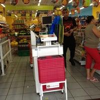 Foto tomada en Mini Mercado Extra por ricardo b. el 12/2/2012