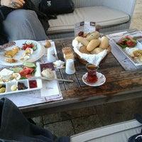 10/27/2012 tarihinde Beyza U.ziyaretçi tarafından Cafe Crown Cubuklu'de çekilen fotoğraf
