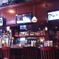 Foto tomada en Sutter Pub & Restaurant por Jacklyn R. el 2/7/2013