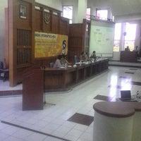 Photo taken at Ruang Auditorium Pascasarjana ITS by Sasa S. on 3/28/2015