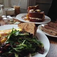 5/7/2013 tarihinde Hanziyaretçi tarafından Sabrina's Cafe @ Powelton'de çekilen fotoğraf