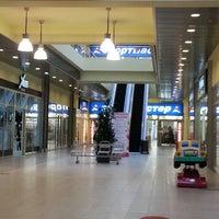 12/13/2012 tarihinde Daria E.ziyaretçi tarafından Аутлет центр Бренд Сити'de çekilen fotoğraf