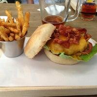 Foto tomada en Smokey's Burger House por Diego Z. el 2/21/2013