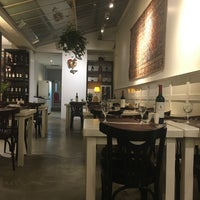 Photo taken at Go in! Gourmet & Natural by Gabriela V. on 7/11/2017