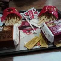Foto tirada no(a) McDonald's por Vanessa C. em 2/28/2013