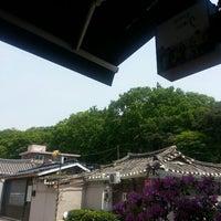 Photo taken at 커피맛이 멜로 by Ki Nam K. on 5/13/2013