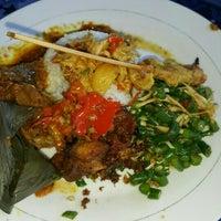 Photo taken at Warung Nasi Ayam Ibu Oki, Nusa Dua, Bali by Evelyn on 6/27/2016