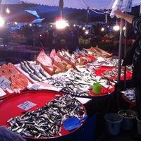 Photo taken at Altınşehir Pazar Yeri by Yasin &. on 11/24/2012