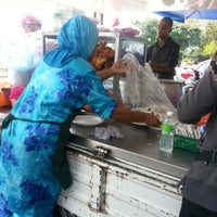 Photo taken at Gerai Cendol & Rojak Titiwangsa by Eduspiral C. on 12/14/2012