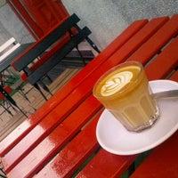 Foto tirada no(a) Tamp & Pull Espresso Bar por Sándor C. em 5/31/2013