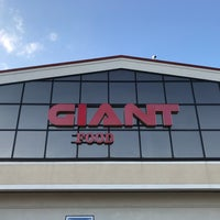 Photo taken at Giant by Raymond W. on 11/29/2017