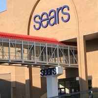 Снимок сделан в Sears пользователем Raymond W. 5/3/2018
