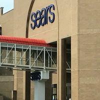 Снимок сделан в Sears пользователем Raymond W. 5/7/2018