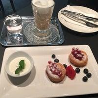 Das Foto wurde bei Cafe Ansari von Olga🎀 B. am 9/25/2016 aufgenommen