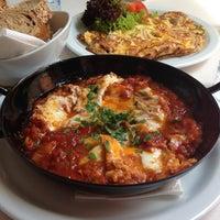 Das Foto wurde bei Cafe Menta von Olga🎀 S. am 10/4/2013 aufgenommen