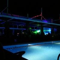 9/6/2013 tarihinde Batin O.ziyaretçi tarafından Highlights Bar'de çekilen fotoğraf