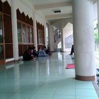 Photo taken at Masjid Al Amin Kemenkeu by Mujiastono M. on 11/14/2012