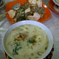 Photo taken at Soto Kaki Sapi Betawi 'Pak Jamsari' by Bertha S. on 2/21/2013