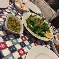 Das Foto wurde bei Gümüşlük Balık Pişirme Evi von Merve T. am 3/9/2018 aufgenommen