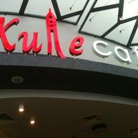 2/27/2013 tarihinde Ersinziyaretçi tarafından Kule Cafe & Brasserie'de çekilen fotoğraf
