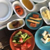 7/30/2017 tarihinde Bulent A.ziyaretçi tarafından Çıngıloğlu Gourmet Cafe Breakfast Restaurant'de çekilen fotoğraf