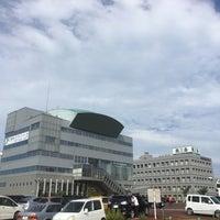 Photo taken at 燕三条地場産業振興センター メッセピア by Naoya S. on 8/4/2017