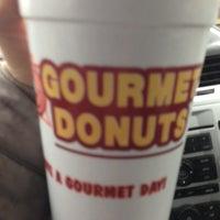 12/21/2012にMeg K.がGourmet donutsで撮った写真