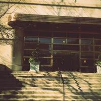 Foto diambil di MIT Sloan School of Management, Building E-62 oleh Jungah P. pada 10/5/2012